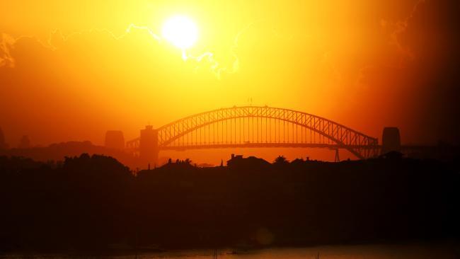 ยามอากาศร้อนในนครซิดนีย์ : ภาพจาก news.com.au