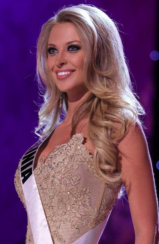 นส. Nikki Poteet บนเวทีประกวด Miss USA : ภาพจาก Alamy