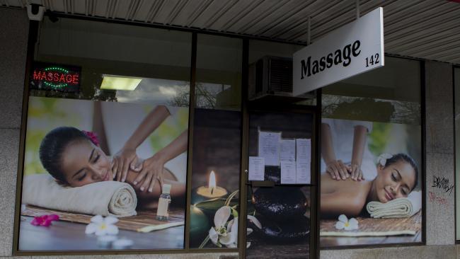ซ่องโสภณีผิดกฎหมายที่ย่าน Malvern East โดยใช้ร้านนวดบังหน้า : ภาพจากนสพ. Herald Sun