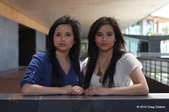 แฝด Beany และ Deanne (ขวา) Panya : ภาพชั่วคราวจาก starnow.com