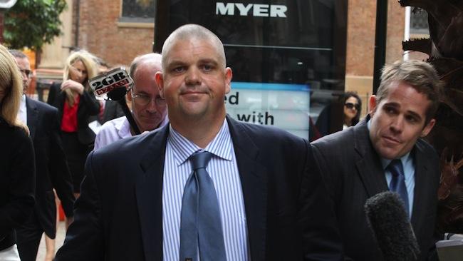 นาย Nathan Tinkler ขณะเดินออกจากศาลในปี 2014 : ภาพจากนสพ. Herald Sun