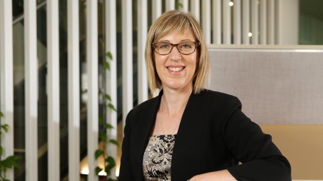นาง Natalie James เจ้าพนักงานออมบุดส์แมนด้านความเป็นธรรมในการจ้างงาน (FWO) นางสิงห์หมายเลขสองจะได้ระบการเสริมเขี้ยวเล็บในการเอาผิดนายจ้าง : ภาพจากนสพ. The Telegraph