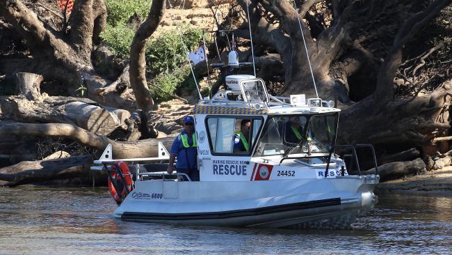ตำรวจร่องเรือหาเด็กชายวัย 9 ขวบที่หายไป : ภาพจากนสพ. The Telegraph