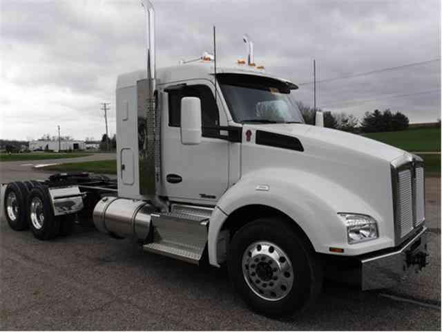 Kenworth T880 Sleeper Semi Trucks