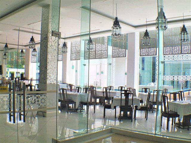 併設しているレストランの内観