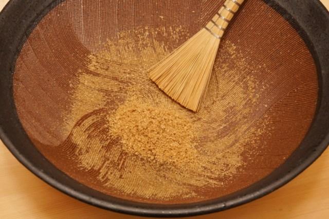 すり鉢と竹バケ