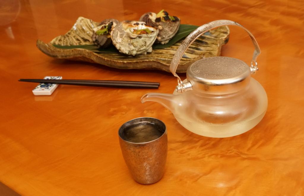サザエの壺焼きと日本酒