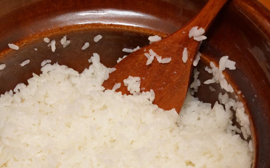 一粒一粒がプリッとした土鍋で炊いた御飯