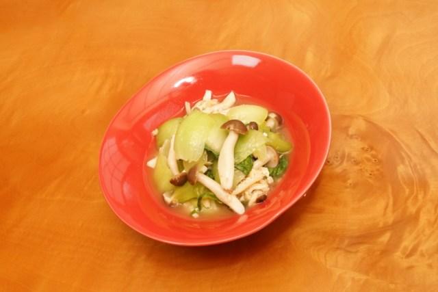 チンゲンサイとシメジの炊いたんの盛り付け方