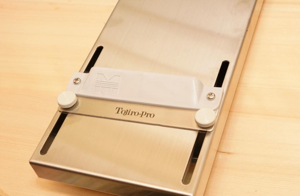 tojiro-pro 砥石固定台 F-643の砥石固定部分のアジャスター