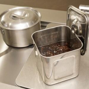 自家製のポン酢を熟成させるのに欠かせない保存容器!冷蔵庫の中にも無理なく収納できるキッチンポット!