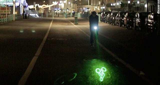 """夜道の安全対策!自転車ライト""""BLAZE LaserLight"""""""