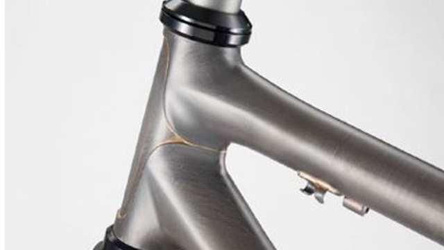 RL8シリーズは遠くまで走ることのできる快適性とヒルクライムでの軽やかな走行性を併せ持ったバイクです。
