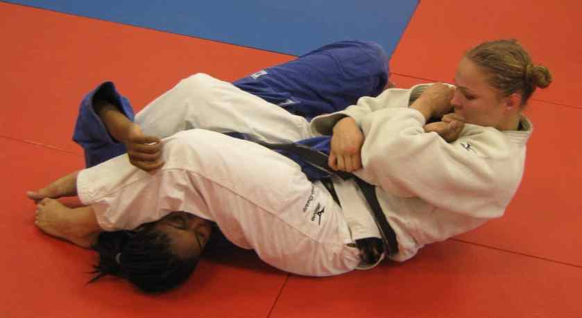 Armbar from guard: finsihing from the top