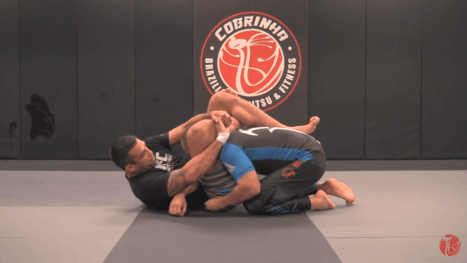 Werdum shows us how efficient his triangle from close guard is