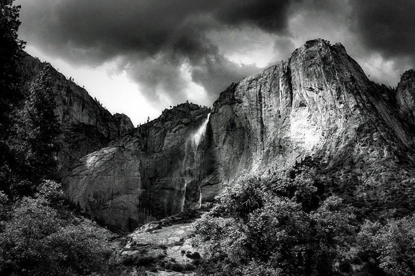 Dramatic Black WhitePhotography Software