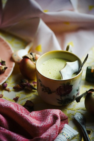 andalou-naturals-rose-saffron-golden-milk-16