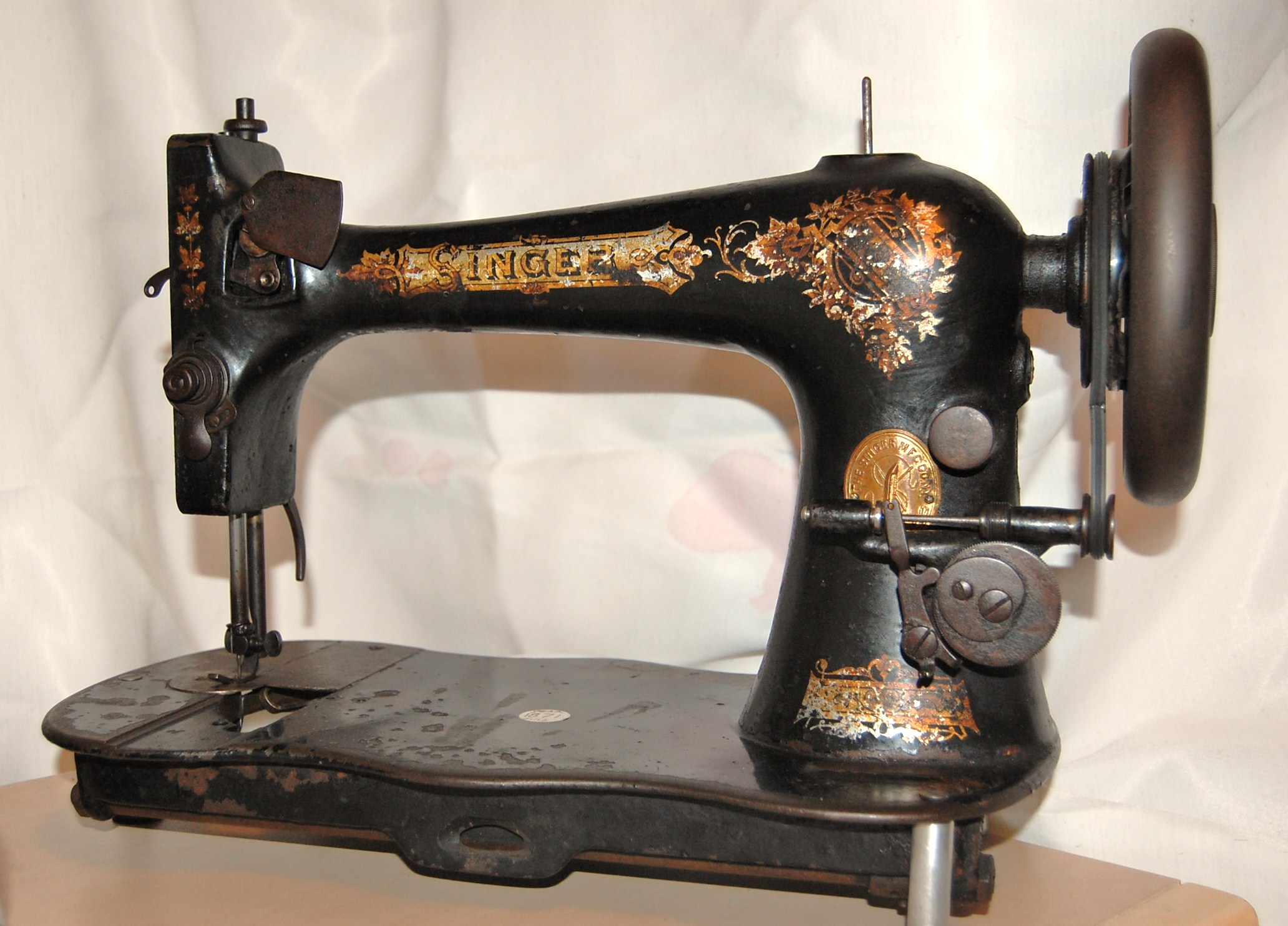 old singer sewing machines dating Antique & vintage singer sewing machine  identify the model of your antique or vintage singer sewing machine,  dating antique and vintage singer sewing.