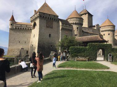 Chillon tourists