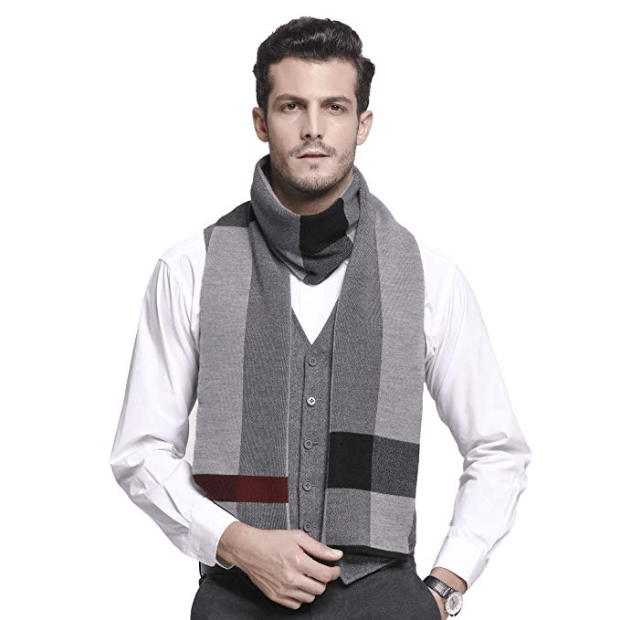 Particularly light and soft, it can be worn in fall and winter