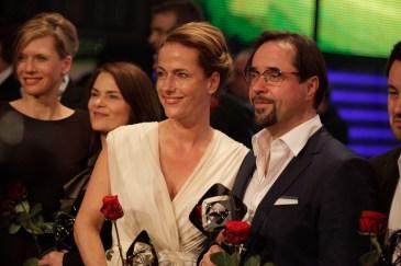 """Den Grimme-Preis erhalten nur die besten Produktionen, die vorbildlich mit dem Medium Fernsehen umgehen. In diesem Jahr geht der 49. Grimme-Preis an das Team des Zweiteilers """"Der Turm""""."""