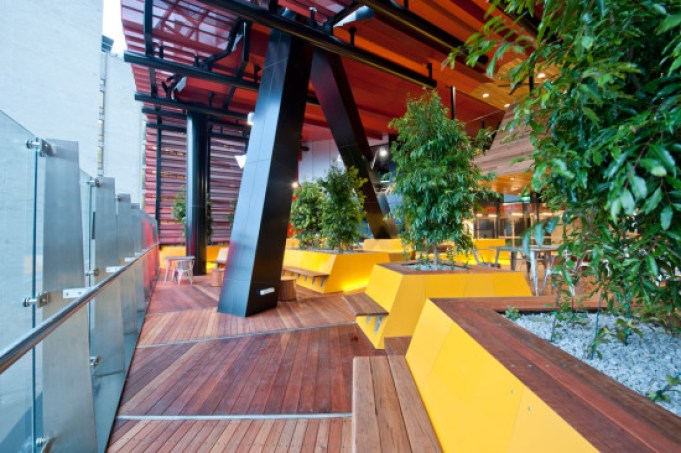 Portales-para-Estudiante-en-RMIT-Swanston-Melbourne-Rush-Wright-Associates-+-Lyons-Architects-7-550x366