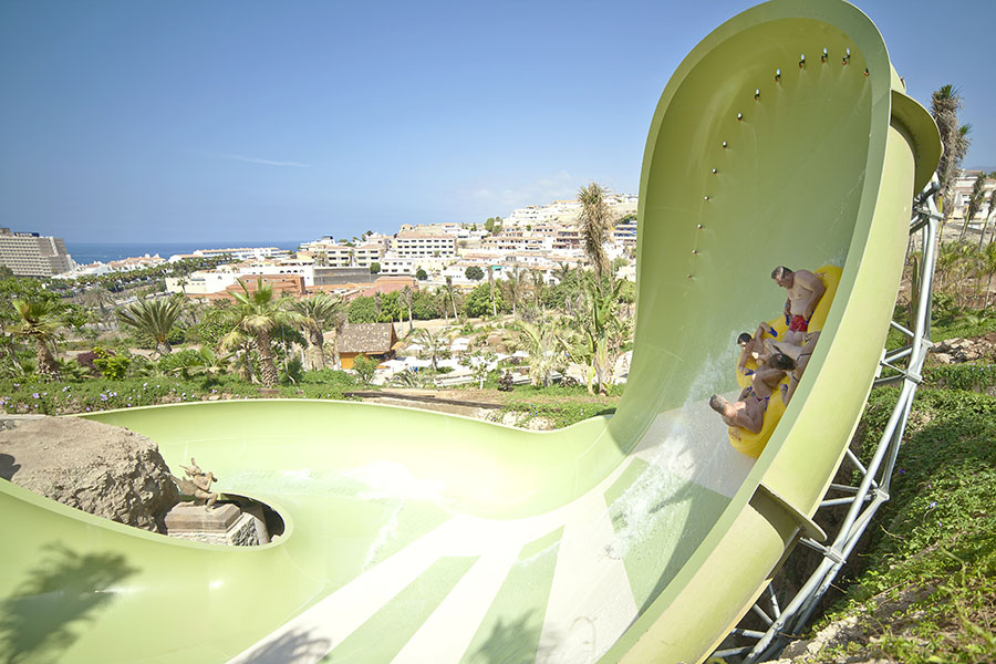 tornado-wave-siam-park-tenerife-canary-islands-spain-green-white-four-person-raft