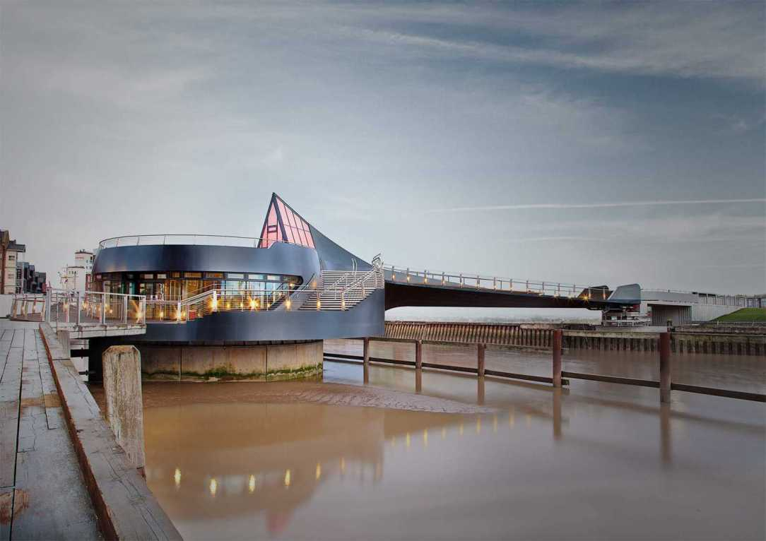 009-scale-lane-bridge-by-mcdowell-benedetti-architects-01
