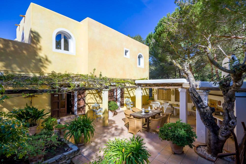 This property just outide San Carlos is being purchased by french-born Sandrine de Gaetano and her family