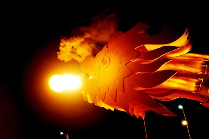 dragon escupe fuego