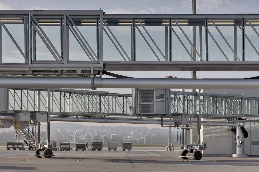 tkE_passenger_boarding_bridge_Zurich_Airport