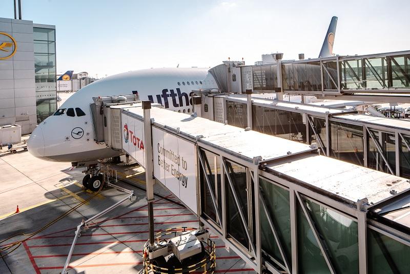 thyssenkrupp_Elevator_PBB_at_Frankfurt_Airport_1