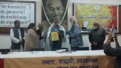 Samaj, sansadhan, samvidhan bachao sammelan. Honoring writers for raising their voice against intolerance.