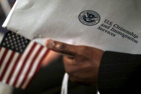 180222-citizenship-ceremony-ac-824p_762426b55a1897f67dd0edf00ac3c507.nbcnews-fp-1200-630