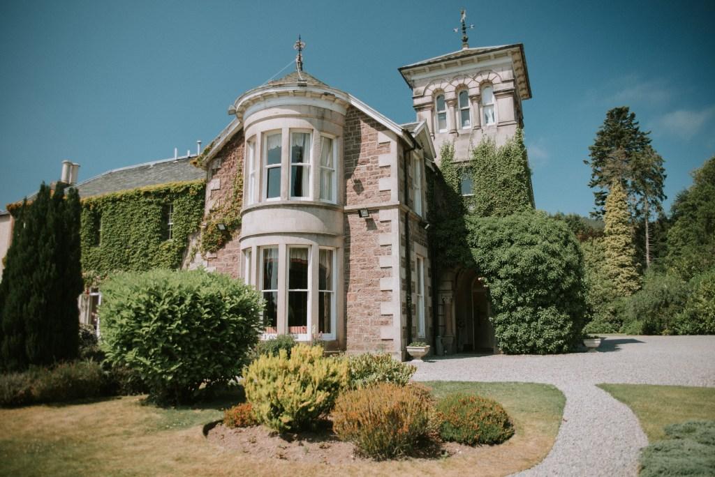 Inverness wedding photohrapher