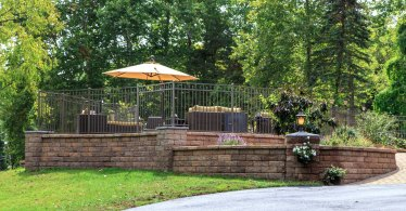 Retaining Wall & Landscape Beds