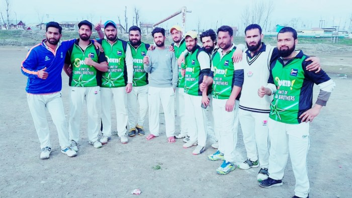 Umer Lefty hits ton, team Hooked booked place for final