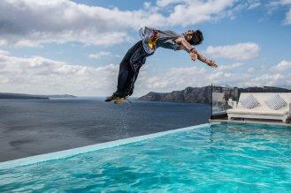 Dimitris dives into the pool © Predrag Vuckovic