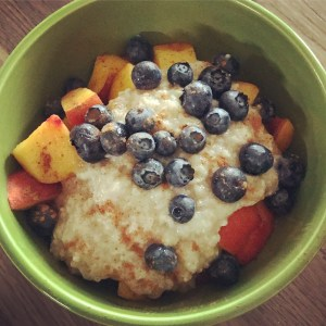 TVP Oatmeal with fresh berries and cinnamon | @jlgoesvegan