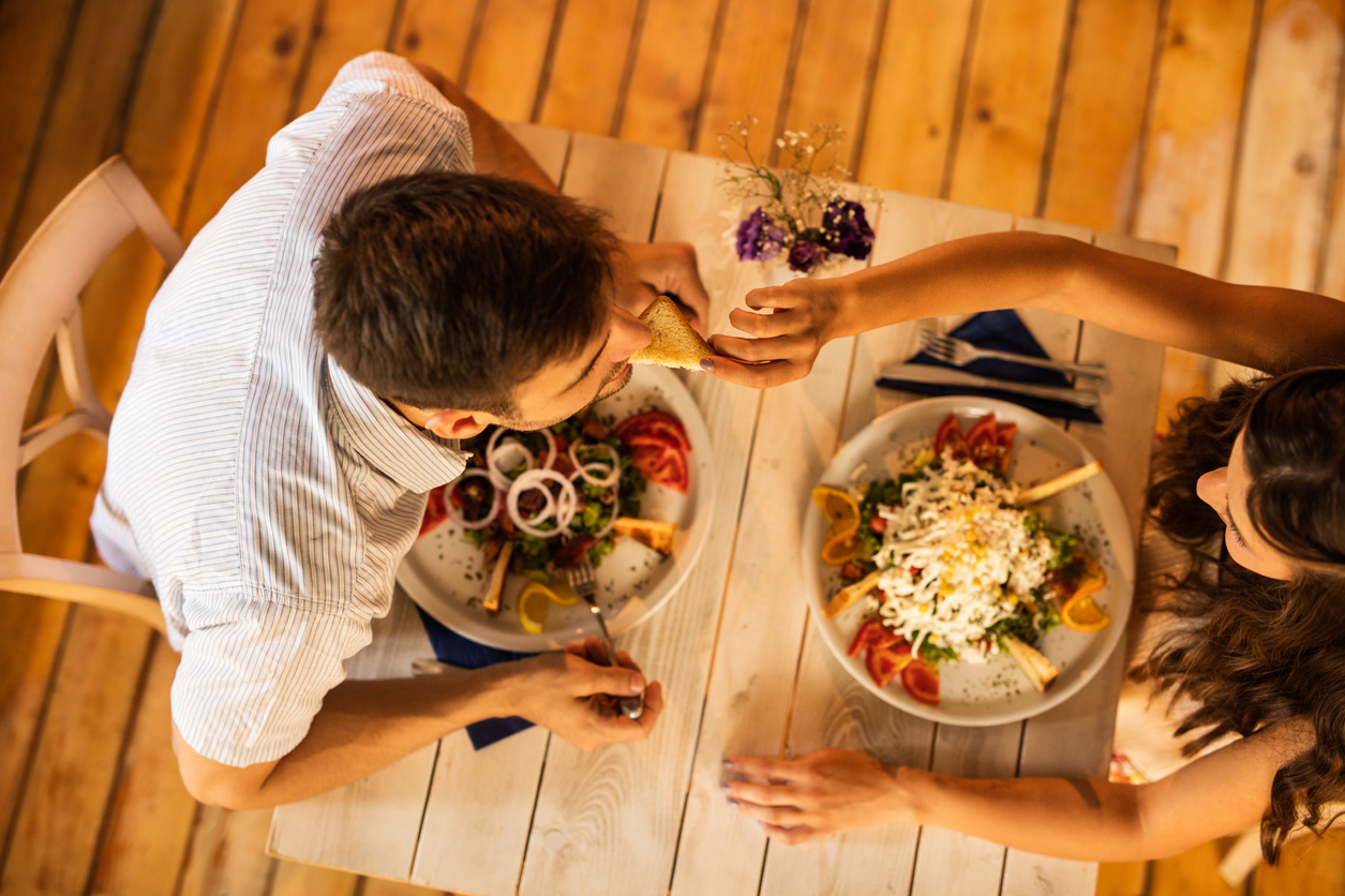 4 First Date Red Flags You Shouldn't Ignore