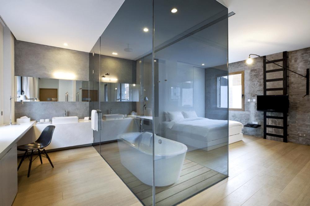 JLM Travel - Tour du Monde en 8 baignoires