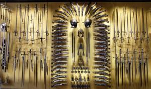 Een grote collectie wapens uit de riddertijd.