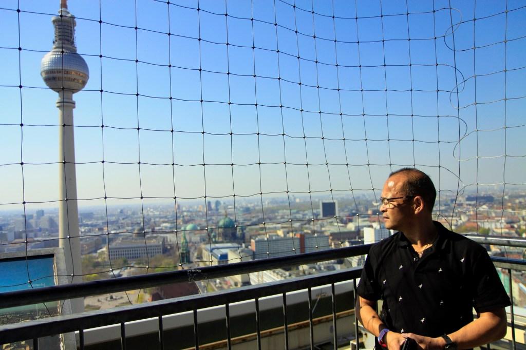De Fernsehturm op de achtergrond