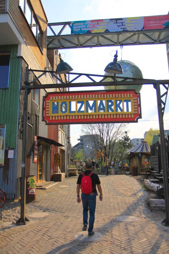 De ingang van de Holzmarkt