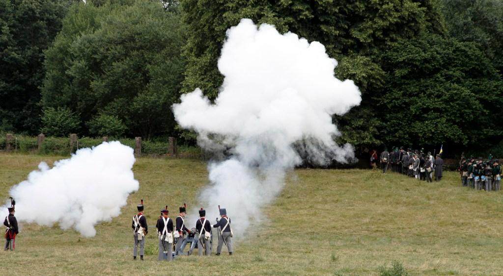De Slag van Waterloo is begonnen