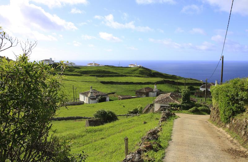 Onderweg langs de zuidkust van het eiland