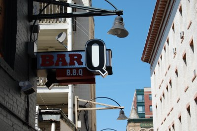 Bar Q1