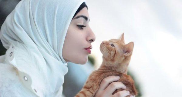7 Alasan Kenapa Wanita Pecinta Kucing Itu Paling Sesuai Dijadikan Pasangan Hidup