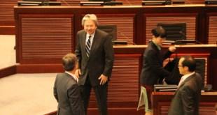 曾俊華表示,被入稟的4名議員在司法覆核案未有判決前,不會回應他們提問和意見。(陳穎文攝)