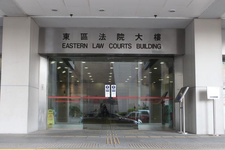 裁判官指被告的行為十分惹人懷疑,但不排除他在教授女童。(田俊豪攝)